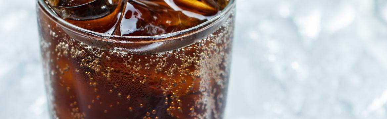 Proč jsou perlivé kolové nápoje tak návykové?