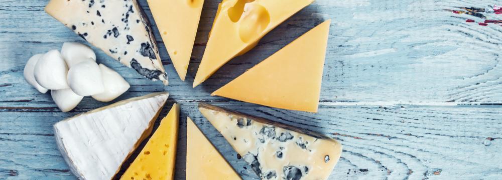 Přehledné dělení sýrů: jaké jsou vhodné při dietě a jaké bychom raději v jídelníčku měli omezit?