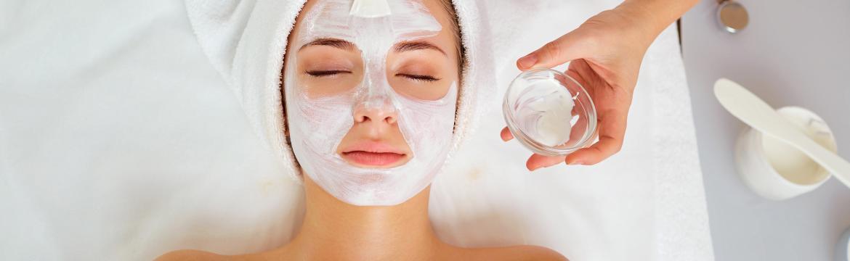 Minerální kosmetika je přírodní a bez chemie. Jaké jsou její přednosti?