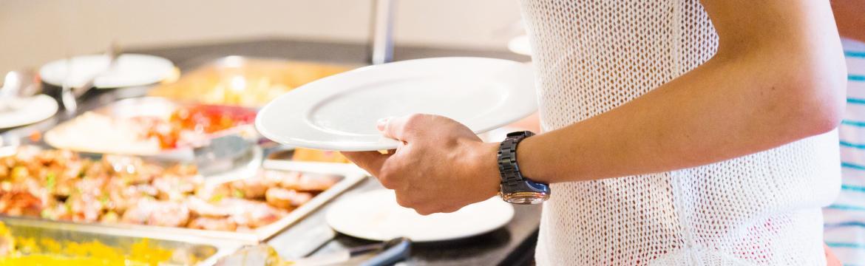 Jak se stravovat na dovolené, abyste nepřibrali?