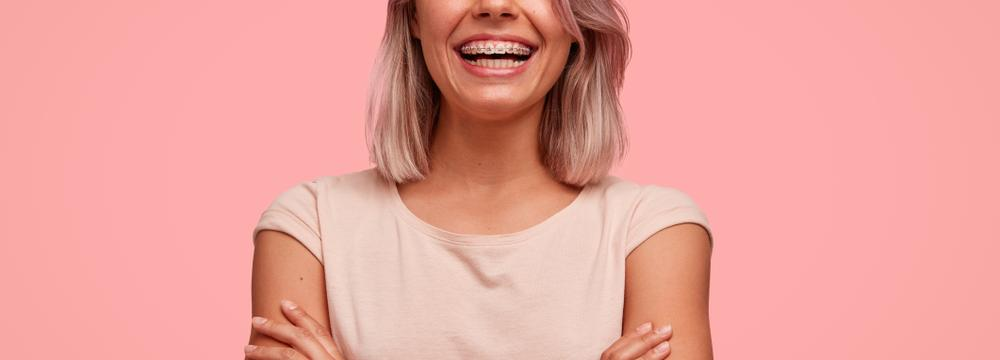 Rovné zuby můžete mít i v pokročilém věku – jaké máte v této době možnosti?