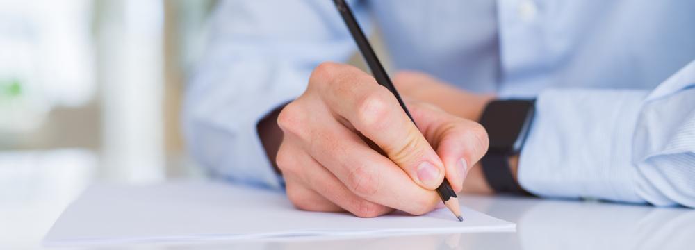 Už jste slyšeli o spisovatelském mozolu? Trápí nejen studenty, zbavíte se ho celkem snadno