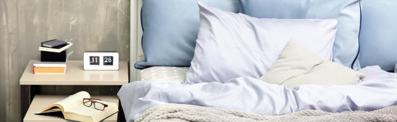 Vytvořte si z ložnice prostor pro klidný spánek. Poradíme vám, co z ní určitě odstranit