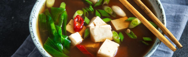 Miso polévka je zdraví prospěšná stejně jako vývary. Jak ji připravit?