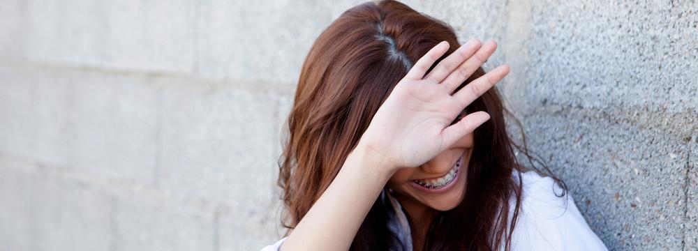Jste stydliví a špatně navazujete vztahy? Zde jsou tipy, jak s plachostí pracovat