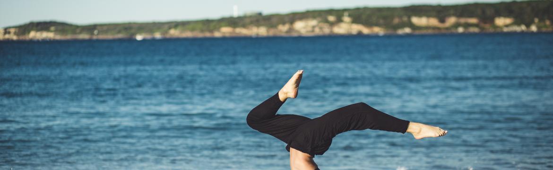 Ochlazující praxe jógy pro horké srpnové dny