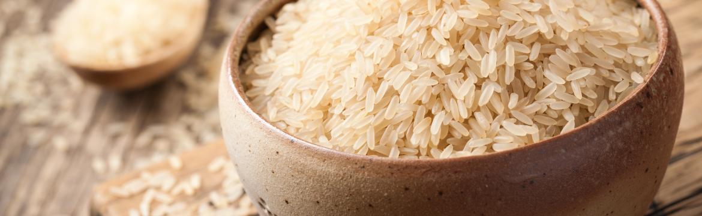 Víte, co znamená slovo parboiled na krabicích s rýží?