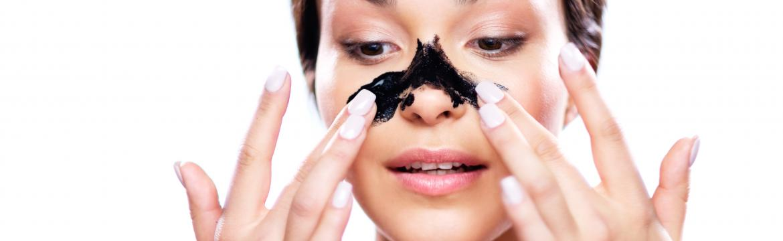 Masky s obsahem černého uhlí: Jak fungují a jak si připravit vlastní?