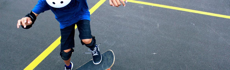 Jak vybrat správnou helmu na skateboard pro děti i dospělé?