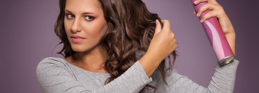 Co dokáže suchý šampon? Záchrana pro ženy v zimním období i na cestách