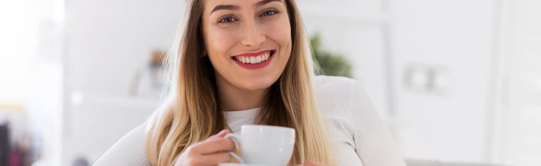 Pití bezkofeinové kávy má svá rizika. V čem se liší od té s kofeinem?