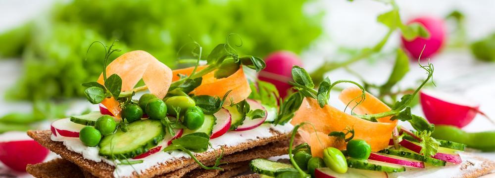 Březen a jeho tradice: Zelený měsíc, který přeje úklidu i čerstvému jídlu