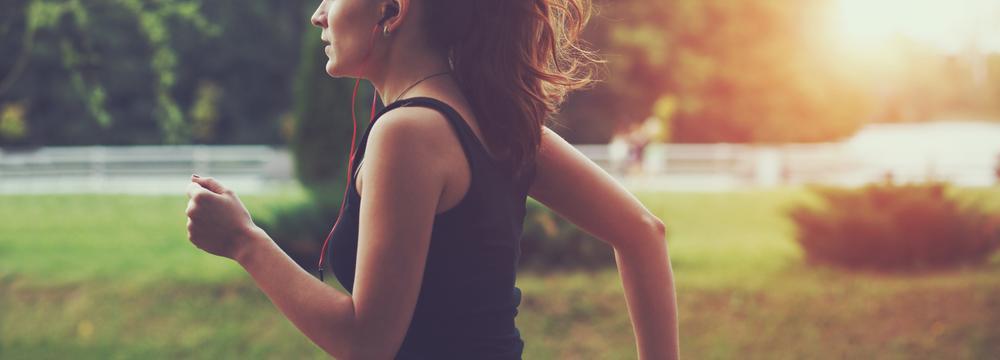 Začali jste přes léto běhat? Vyvarujte se nejčastějším zraněním a dbejte na správnou techniku