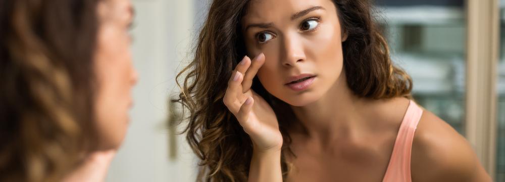 Sůl, pláč, nedostatek spánku... jaké jsou další příčiny oteklých očí?