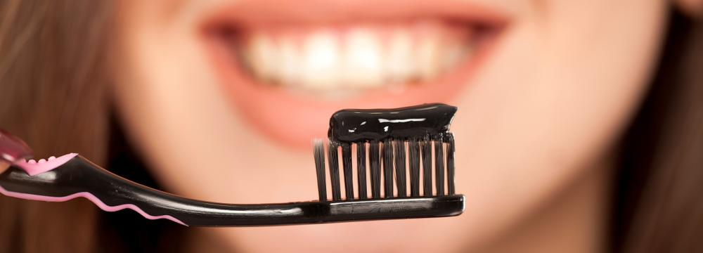 Sedm přírodních složek zubní pasty, které mají pozitivní vliv na váš úsměv