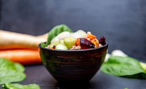 Pohanka s pečenou zeleninou a klíčky