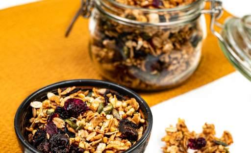 Domácí granola se sušeným ovocem