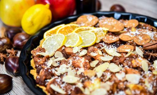 Jablečný koláč s mandlemi a kokosem