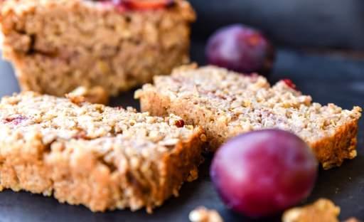 Quinoa chlebíček se švestkami a jablky