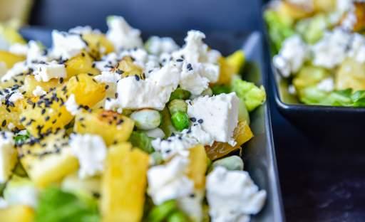 Letní salát s grilovaným ananasem