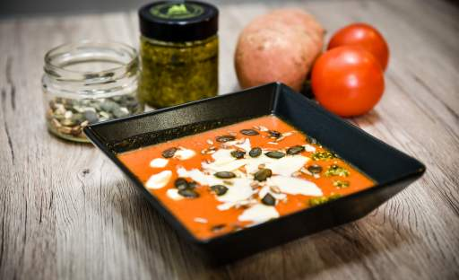 Rajčatová polévka s batáty