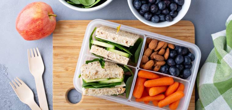 Jídlo na cesty: tipy na svačiny i na jídlo s sebou na dovolenou