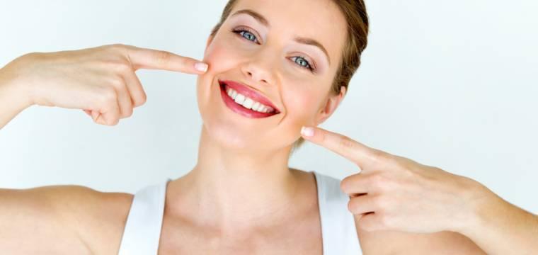 Potraviny, které pomáhají udržovat zdravý úsměv