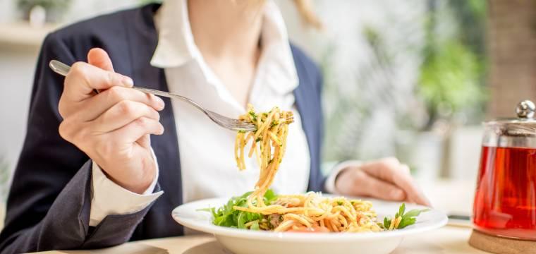 Jaké jsou výhody pravidelnosti ve stravování a jakých chyb se vyvarovat?