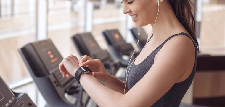 Fitness náramky a hodinky – motivace, závislost nebo vyhozené peníze?