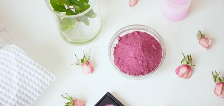 Dejte stop syntetickým barvivům a ropným derivátům a vsaďte na přírodní dekorativní kosmetiku