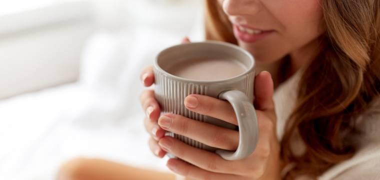 Tajemství horkých nápojů. Proč horký čaj dokáže ochladit a káva v ruce váš činí přátelštější?