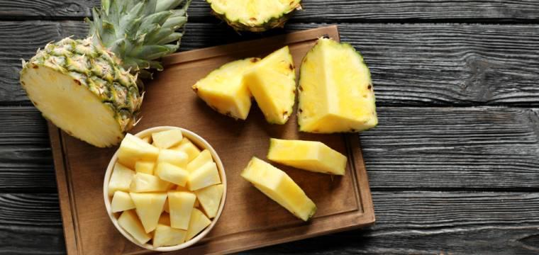Ananas: exotické ovoce, které pomáhá při trávení. Jak ho ideálně naporcovat?