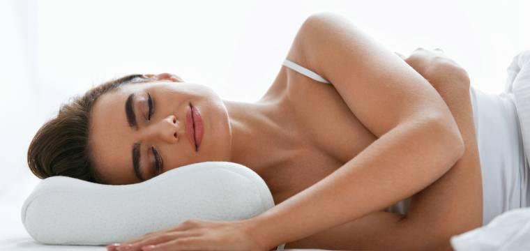 V jaké poloze spát, když vás bolí spodní část zad?