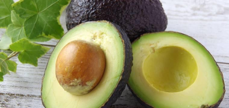 Opravdu je bezpečné jíst i pecku z avokáda?