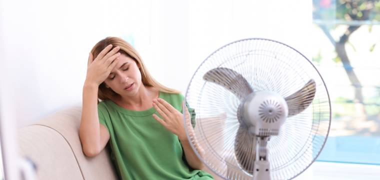 Vysoké teploty a zdravotní rizika: pozor dávejte hlavně na léky, které užíváte