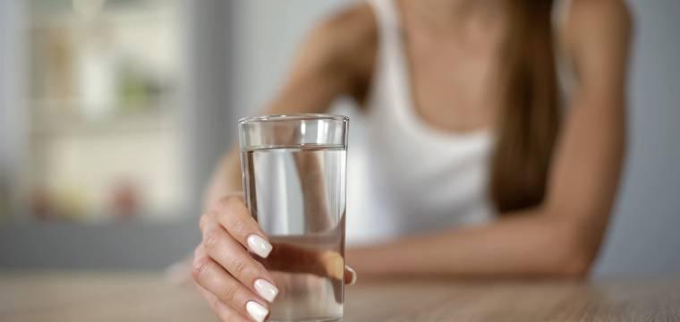 Trápí vás neustálá žízeň? Na vině může být nemoc i špatná strava