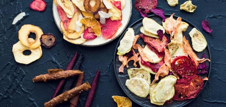 Sušené ovoce a zelenina jako zdravé mlsání. Jaké kupovat a jak si je připravit v domácích podmínkách?