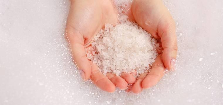 Epsomská sůl: Připravte si koupel a doplňte hořčík zvnějšku