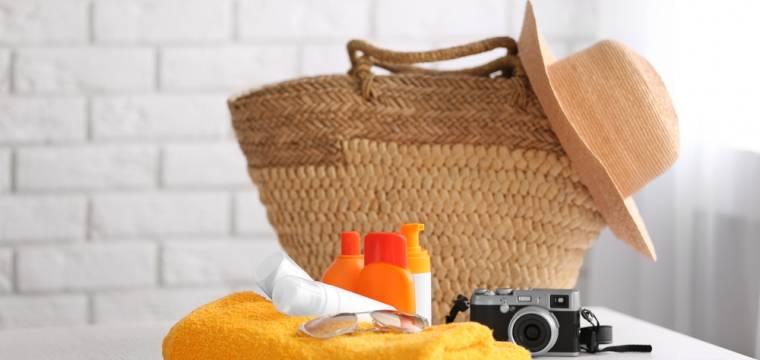 Kosmetika minimalisticky: bez čeho se na dovolené obejdete a jak vše skladně zabalit?
