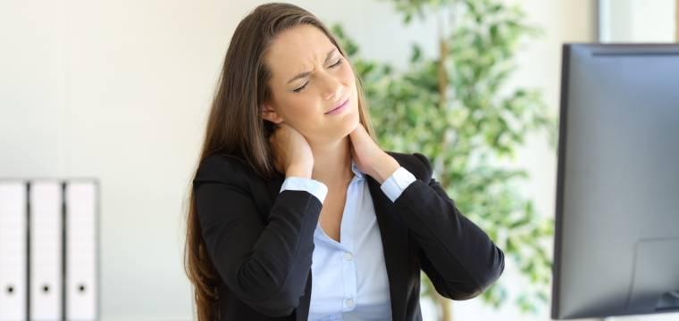 Bolí vás z věčného sezení stále za krkem? Řešením je tato série pěti cviků