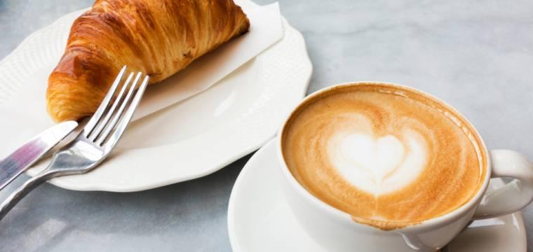 Kvalita kávy a sladkého sortimentu v kavárenských řetězcích
