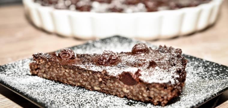 Jáhlový koláč s čokoládou a třešněmi