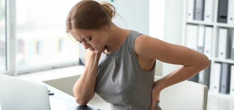 Narovnejte kulatá záda a dejte sbohem bolesti. Proti hyperkyfóze je nejlepší jóga