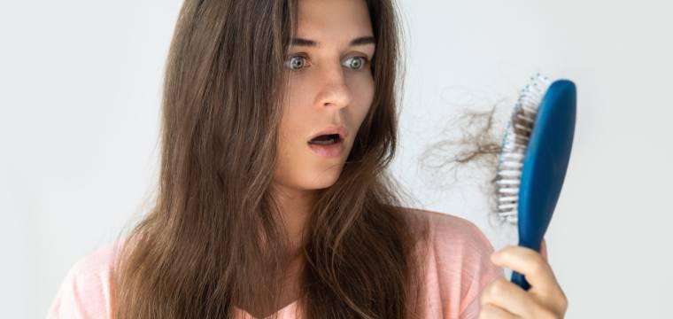 Padání vlasů je zcela normální, může však značit závažnější choroby