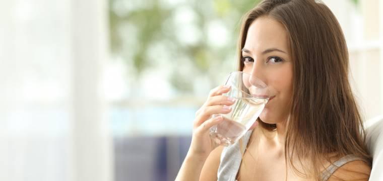 Udělejte ve svém životě velmi prospěšnou změnu – začněte pít pouze čistou vodu! Proč?