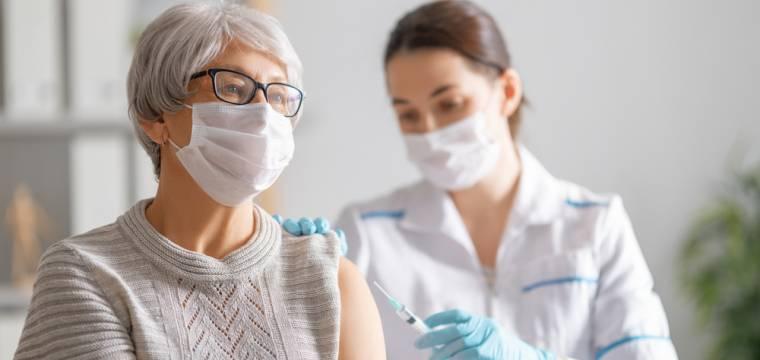 Vedlejší účinky vakcíny proti COVID-19: Na čem závisí, zda se u vás objeví nebo ne?