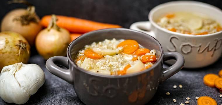 Drožďová polévka s kroupami