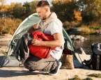 Spaní v přírodě: Na co myslet a co rozhodně nenechávat doma