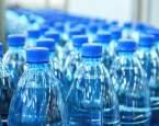 Vědci už dokáží říct, jak balená voda zatěžuje životní prostředí