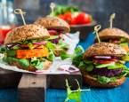 Veganství je stále oblíbenější. Je ale pro nás všežravce skutečně zdravé?